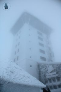 Brockenhotel im Nebel