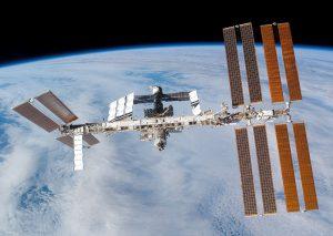 ISS in der Erdumlaufbahn