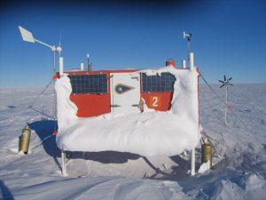 Vereistes Cacheversteck in der Antarktis