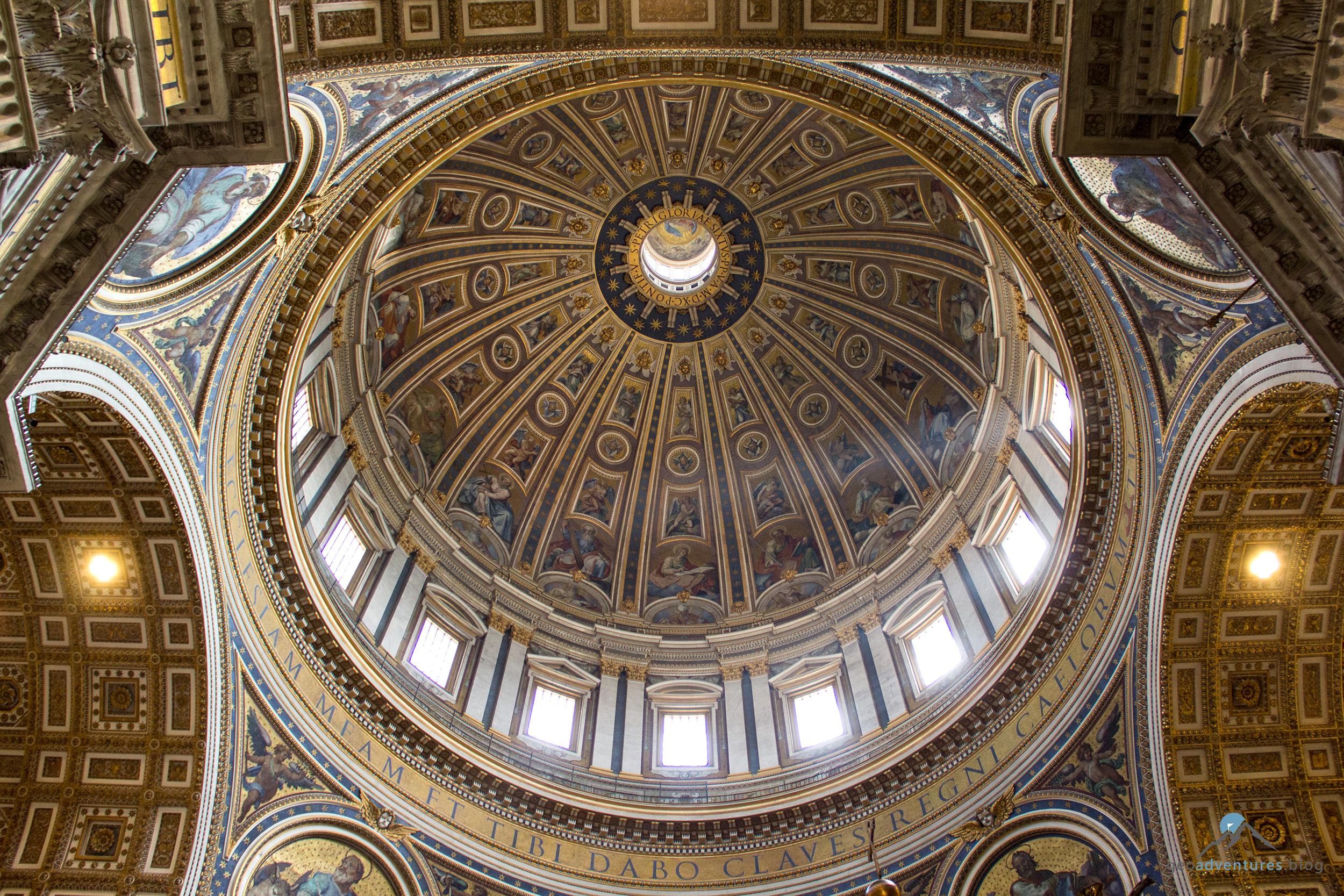 Petersdom Blick in die Hauptkuppel