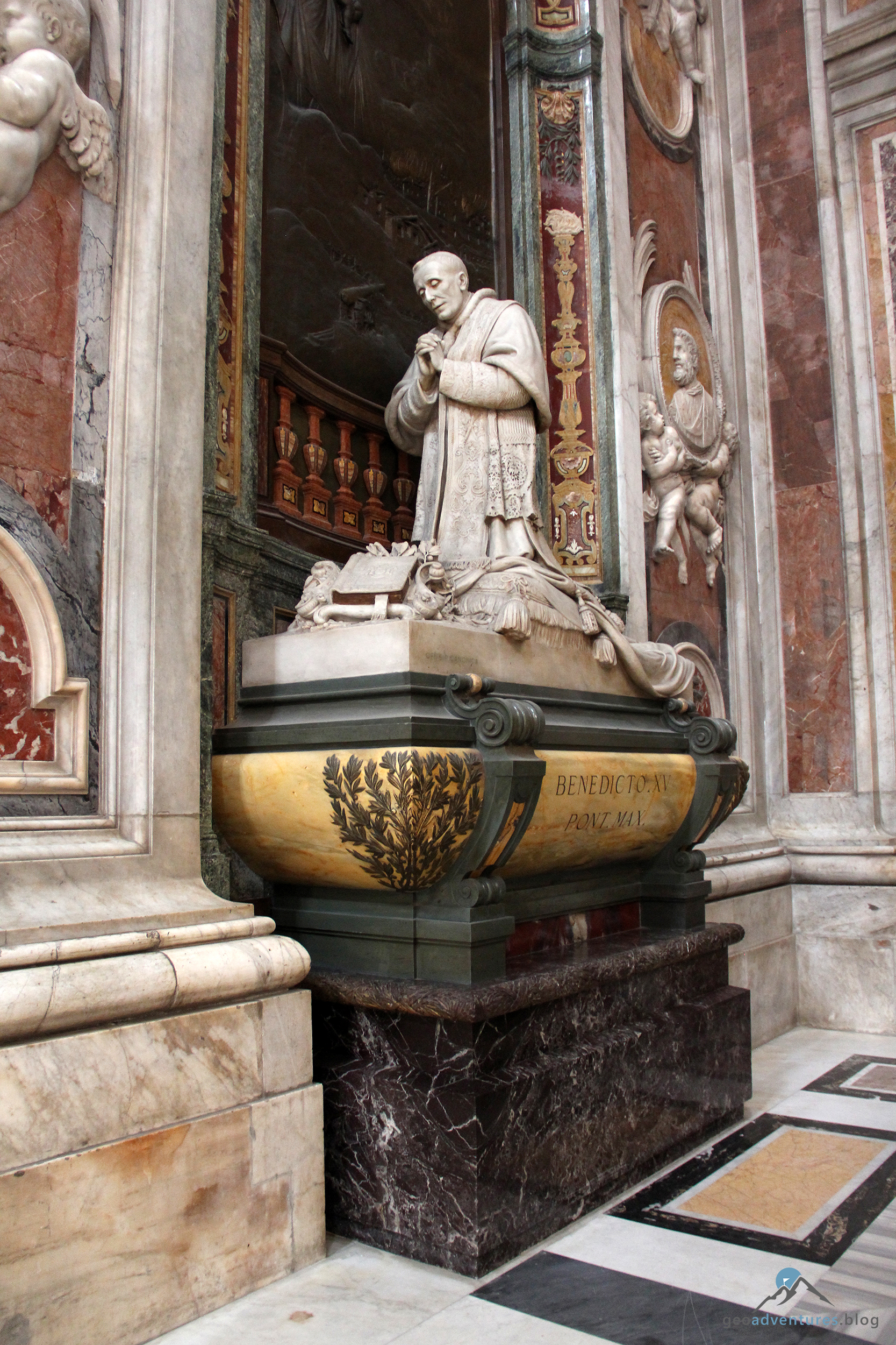 Papstdenkmal Benedikt XV. im Petersdom