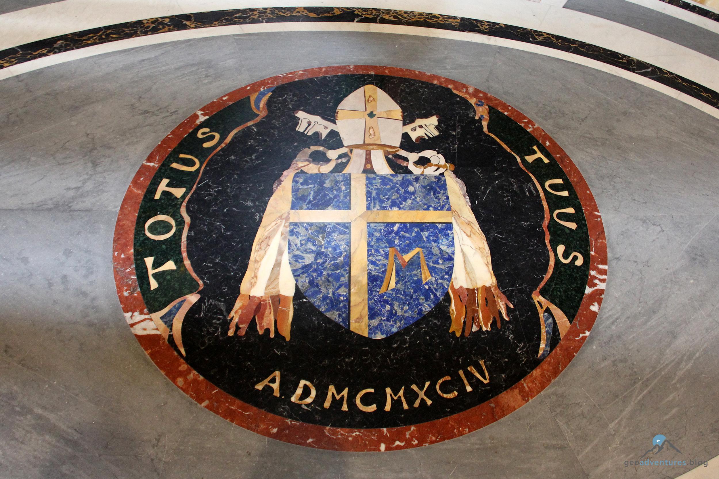 Siegel Papst Johannes Paul II. im Petersdom