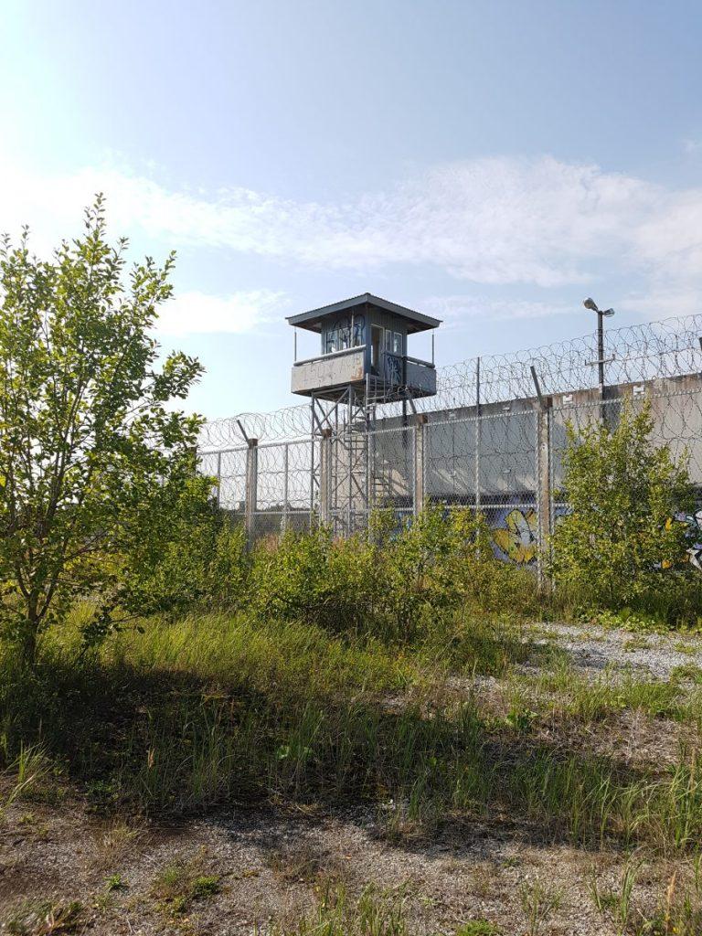 Geocaching in Estland - Gefängnis Rummu Turm weit