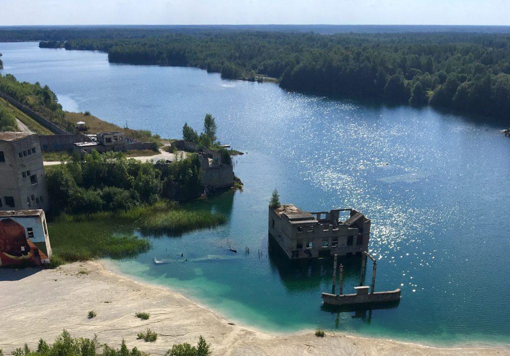 Geocachin in Estland - Gefängnis Rummu weit