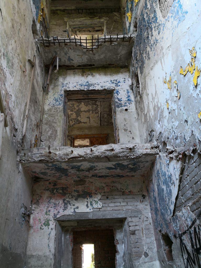 Geocaching in Estland - Gefängnis Rummu Runi innen