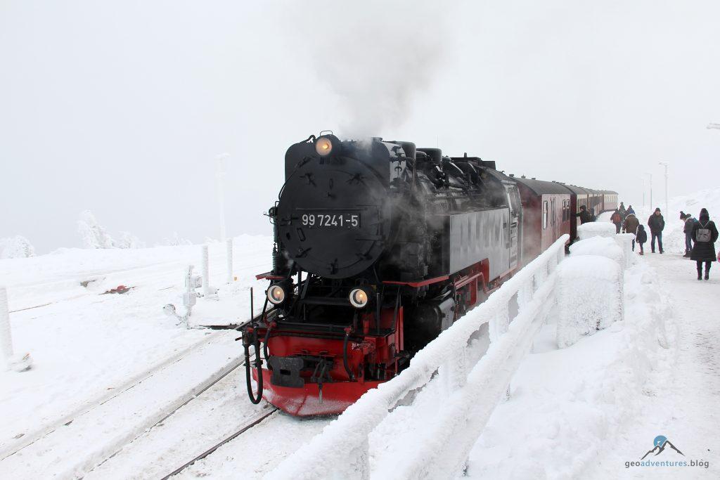 Brockenbahn erreicht den Brockenbahnhof