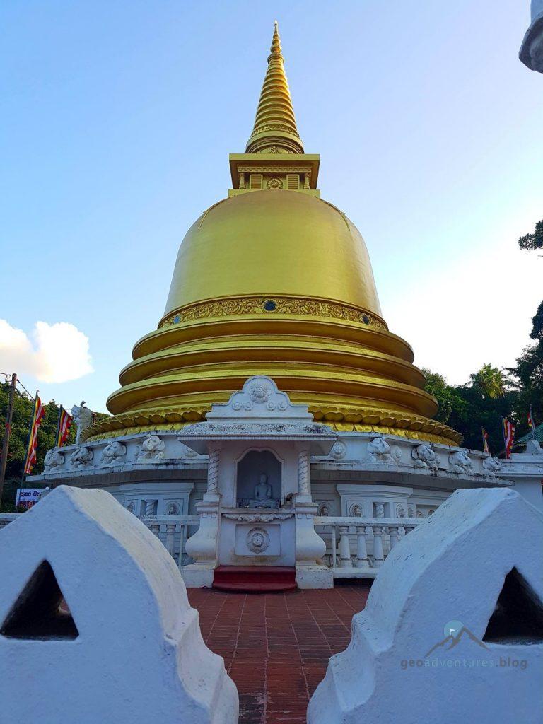 Der goldene Tempel von Dambulla Sri lanka Geocaching