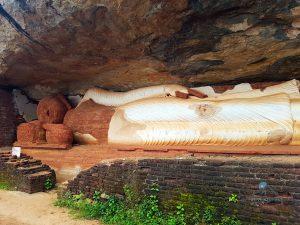 Pidurangala Geocaching Sri Lanka Buddha