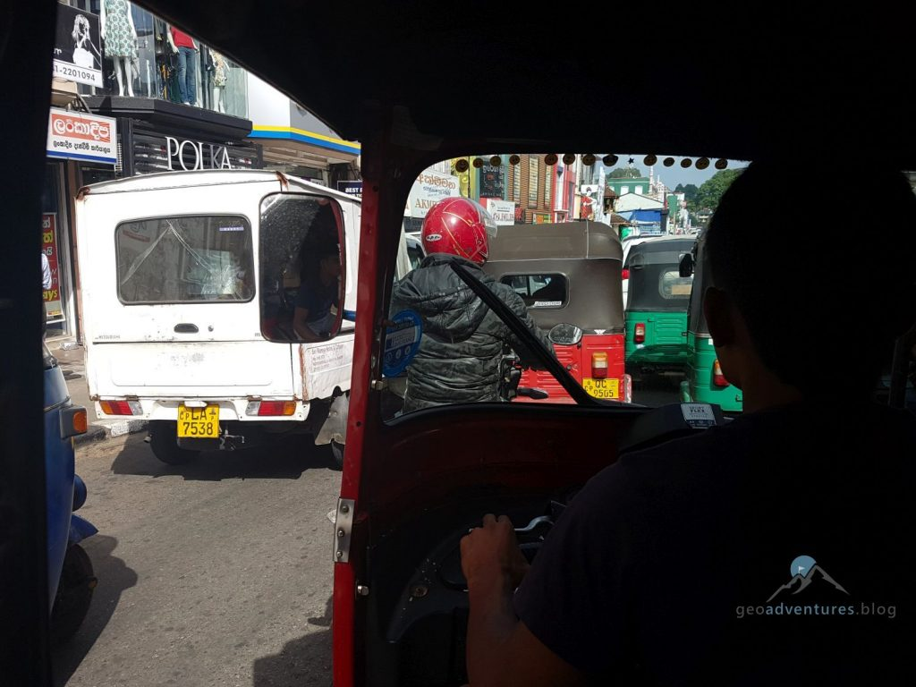 Geocaching Straßenverkehr in Sri Lanka