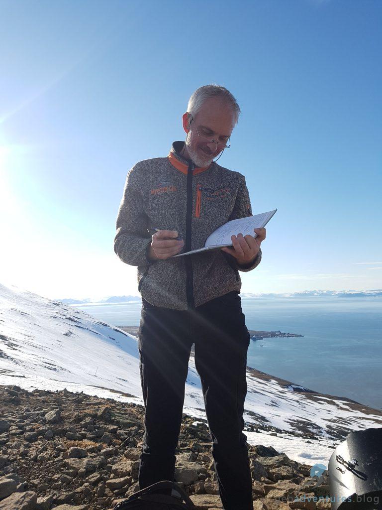 Geocaching in Spitzbergen - Allzweckkleber beim Loggen