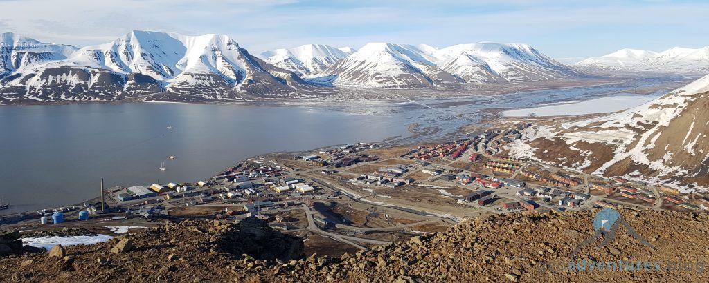 Geocaching in Spitzbergen - Longyearbyen vom Platåfjellet